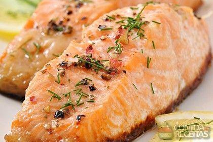 Receita de Salmão assado na cerveja em receitas de peixes, veja essa e outras receitas aqui!
