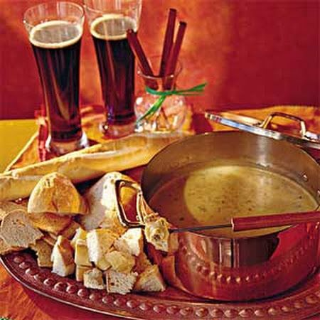 Beer-and-Cheddar Fondue made right in your #slowcooker! #fondue #beer #cheddar