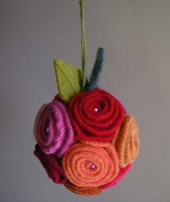 Really pretty ornament tutorial.  Felt flower ornament.