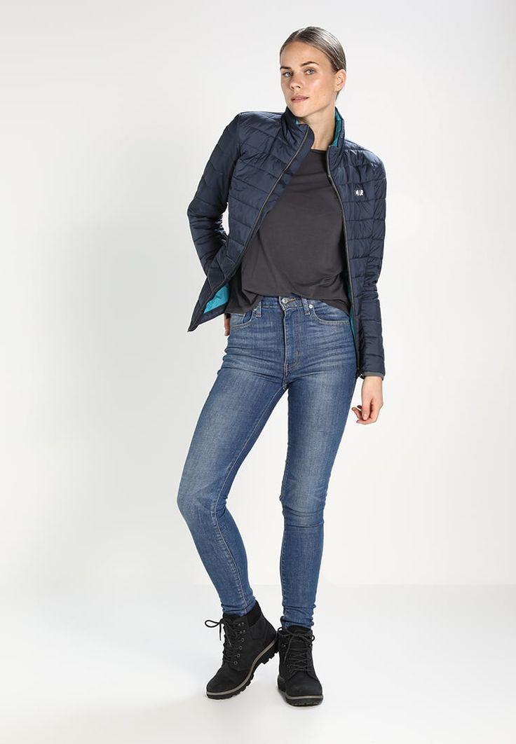 ¡Consigue este tipo de chaqueta acolchada de COLMAR ahora! Haz clic para ver los detalles. Envíos gratis a toda España. Colmar PRIMALOFT QUILTED Chaqueta outdoor blue/black: Colmar PRIMALOFT QUILTED Chaqueta outdoor blue/black Deporte   | Material exterior: 100% poliamida | Deporte ¡Haz tu pedido   y disfruta de gastos de enví-o gratuitos! (chaqueta acolchada, acolcahada, acolchada, cazadora acolchada, padded, quilted, gefütterte jacke, chamarra acolchada, veste rembourrée, giacca imbo...