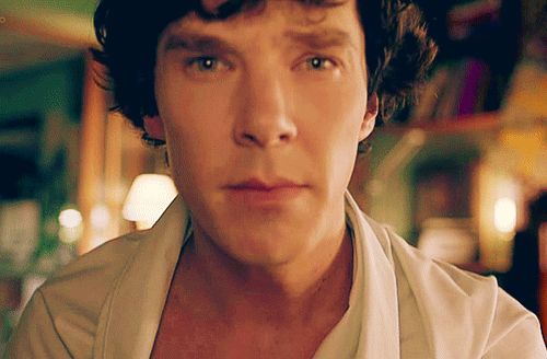 Guys, cover the right side of his face using your hand. You will see a brave Sherlock. Now, cover the left side of his face. What do you see? <-- I hate you Holy cow, he can act with both sides of his face separately...THAT is talent! D: