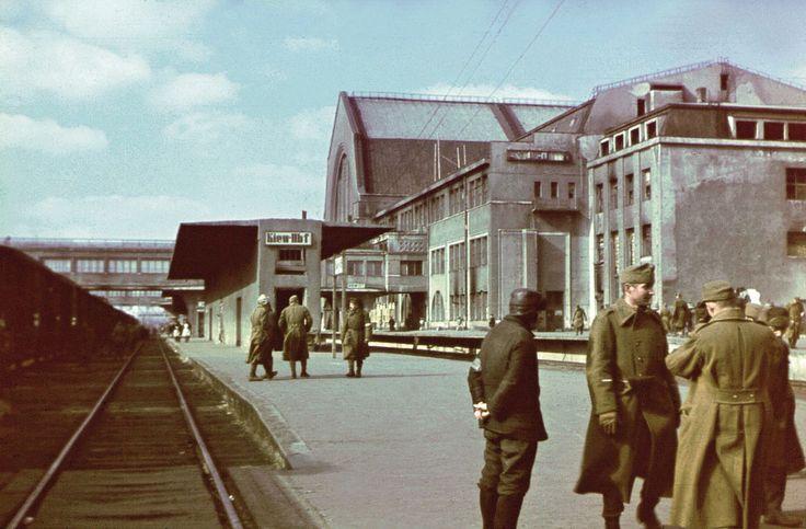 Magyar katonák a Kijevi állomáson.