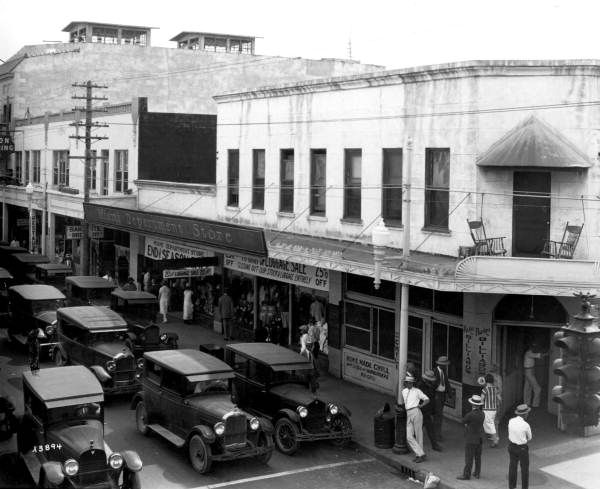 Miami Avenue at 4th Street in 1926. | Florida Memory