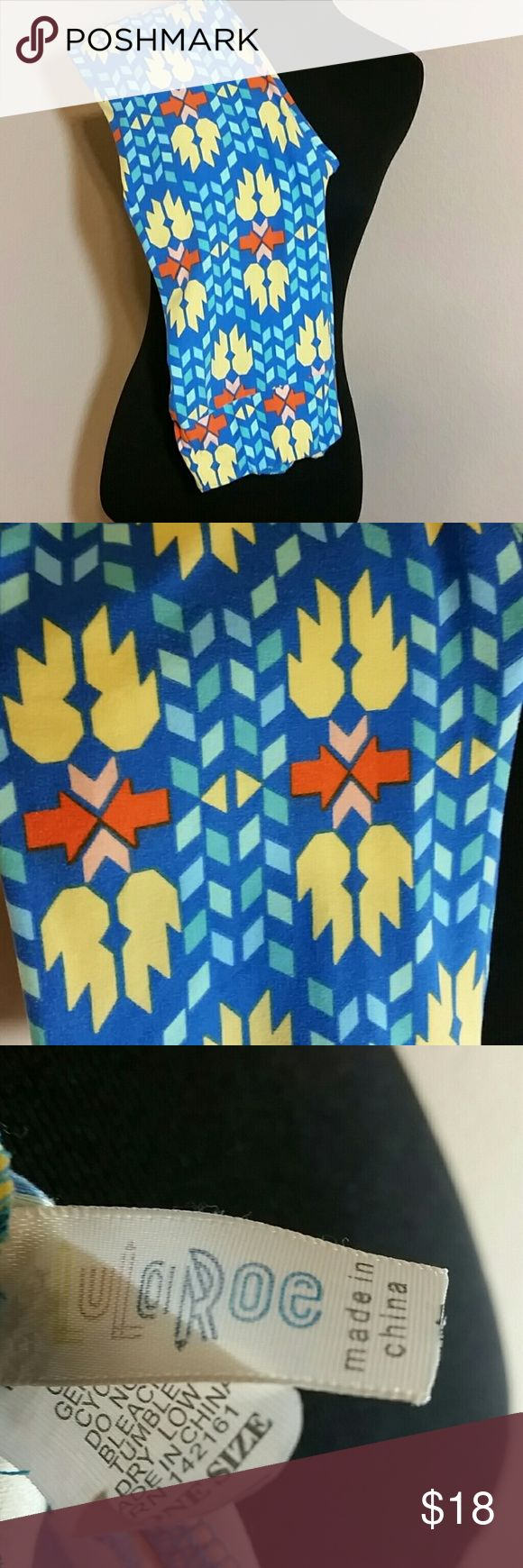 Lularoe One Sz Leggings GUC Aztec like Pattern Women's Lularoe One Sz Leggings. Elastic waistline, Aztec like Pattern. Overall good condition.  These are GUC so some minor color fade. There is no ball pilling between thigh areas. LuLaRoe Pants Leggings