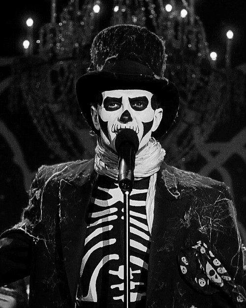 Hocus Pocus (1993)Joseph Malone as the skeleton singer. x