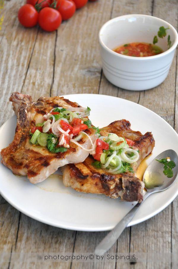 Due bionde in cucina: Braciole di maiale alla griglia con salsa