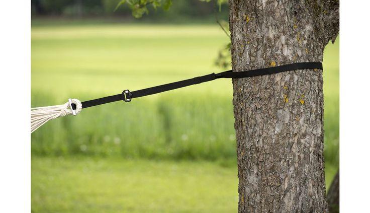 De T-Strap is een fantastisch licht en sterk stuk touw om mee te nemen op één van je reizen. De twee voorgeknoopte touwen en borgpen wegennog geen 400 gram en kunnen maar liefst 200 kilo dragen! <br> <br> Totale lengte: max. 220 cm (x 2) Belastbaarheid: max. 400 kg (2x 200 kg) <br> <br> In de verpakking zitten twee touwen. Je kan hiermee je hangmat aan beide kanten eenvoudig ophangen.