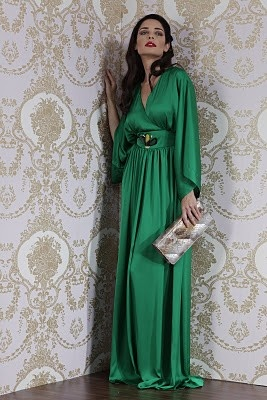 Abaya. Emerald Green.  | More luscious greens here: http://mylusciouslife.com/photo-galleries/a-colourful-life-colours-patterns-and-textiles/
