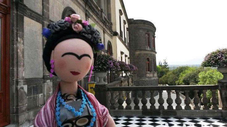 Frida en el Castillo de Chapultepec.