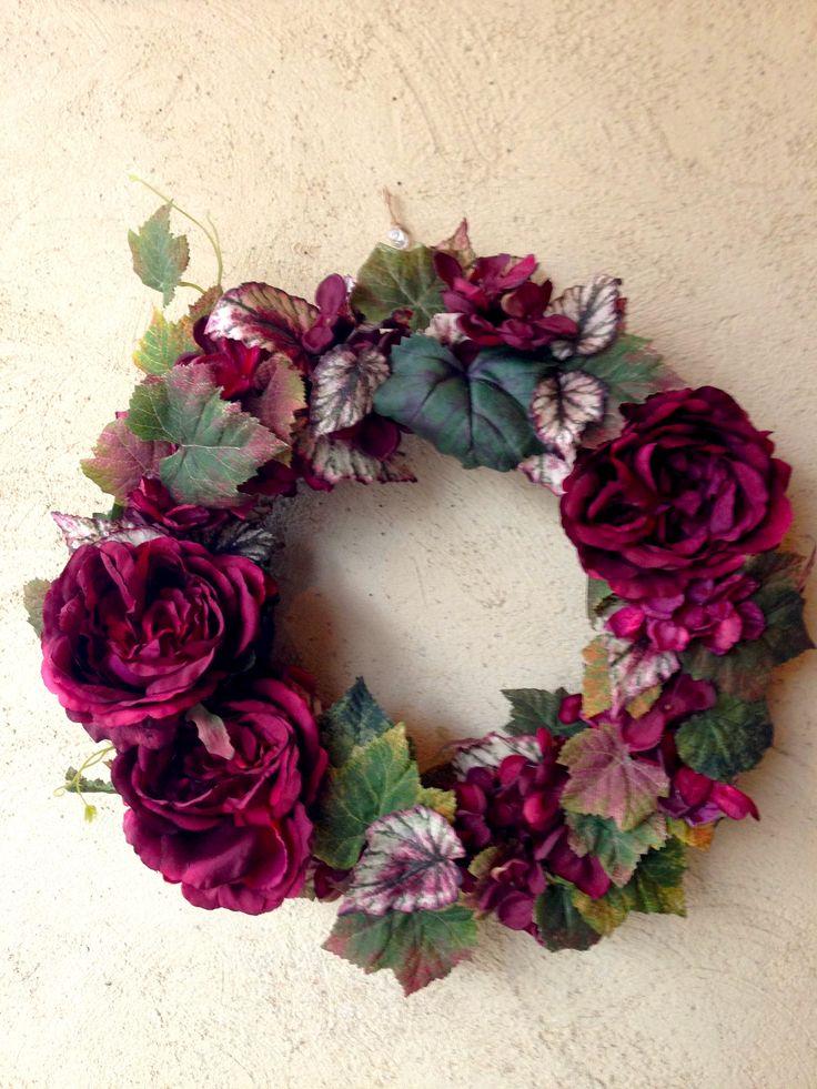 【誕生日に贈る、華やかエレガントな赤いバラのリース】