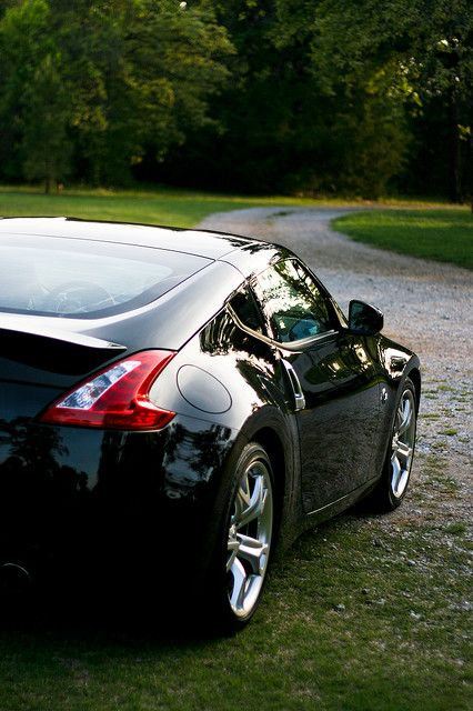 370z posin'...oh I hope I get this car ;D so close