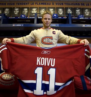 Saku Koivu, who served as captain of the Montreal Canadiens for the past nine years, has signed a one-year deal with the Anaheim Ducks.