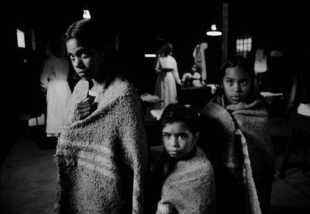 Still of Laura Monaghan, Everlyn Sampi and Tianna Sansbury in Le chemin de la liberté (2002)
