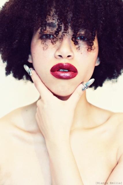 .: Red Lipsticks, Big Curls, Red Curls, Dark Lips, Natural Hair, Lips Colors, Curly Hair, Colors Hair, Black Women