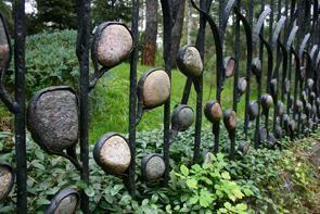 Забор с камешками