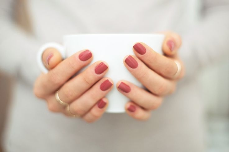 ESSIE IN STITCHES » absolutely loVE this colour. it's a nice faded marsala colour (aka the colour of the year!)