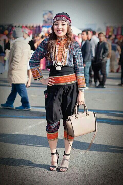 Love this hmong outfit! I'm on the look out for one.