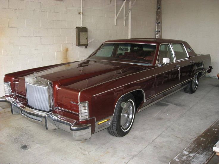 1979 Lincoln Town Car in dark red