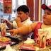 The Walt Disney Company dijo que prohibirá los anuncios de comida basura en sus programas en televi...