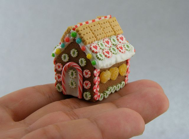 teeny gingerbread house