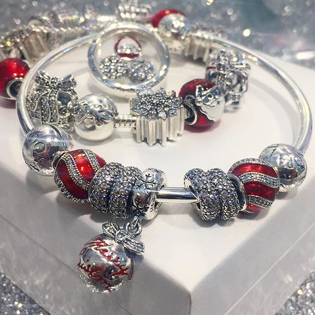 Celebrate the gift of giving this season. PANDORA's Magic of Christmas Collection has the perfect charms to express your joy this holiday. #PANDORA #PANDORACharm #PANDORABracelet #PANDORAjewelry #PANDORAPTC #TheLookOfYou #PickeringTownCentre #PTC #inTown #PickeringOntario @pickeringtowncentre