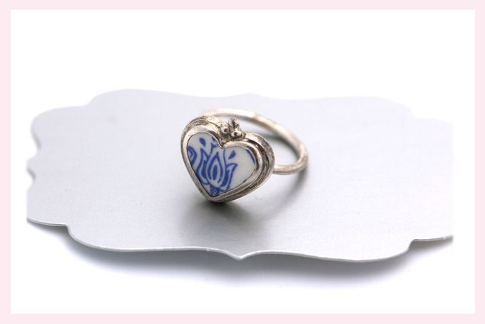 Ceramic Heart Ring by Janine Binneman Jewellery Design