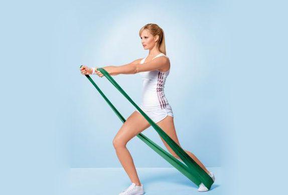 Das elastische Thera-Band eignet sich für viele Übungen, mit denen Ihr Muskeln aufbauen, Schmerzen lindern und Eure Körperhaltung verbessern könnt.