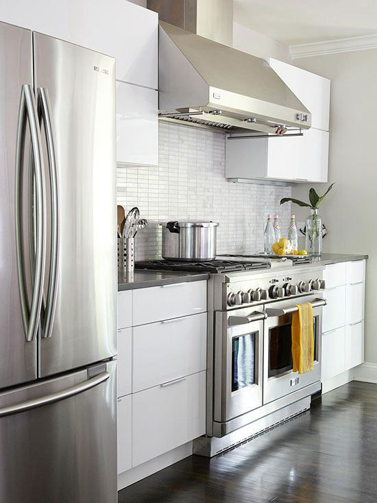 White Cabinetry Is A Classic Choice For A Kitchen Providing A Neutral Backdrop White Kitchen Cabinets Can Be Left Alone Or Dressed Up With Colorful Art