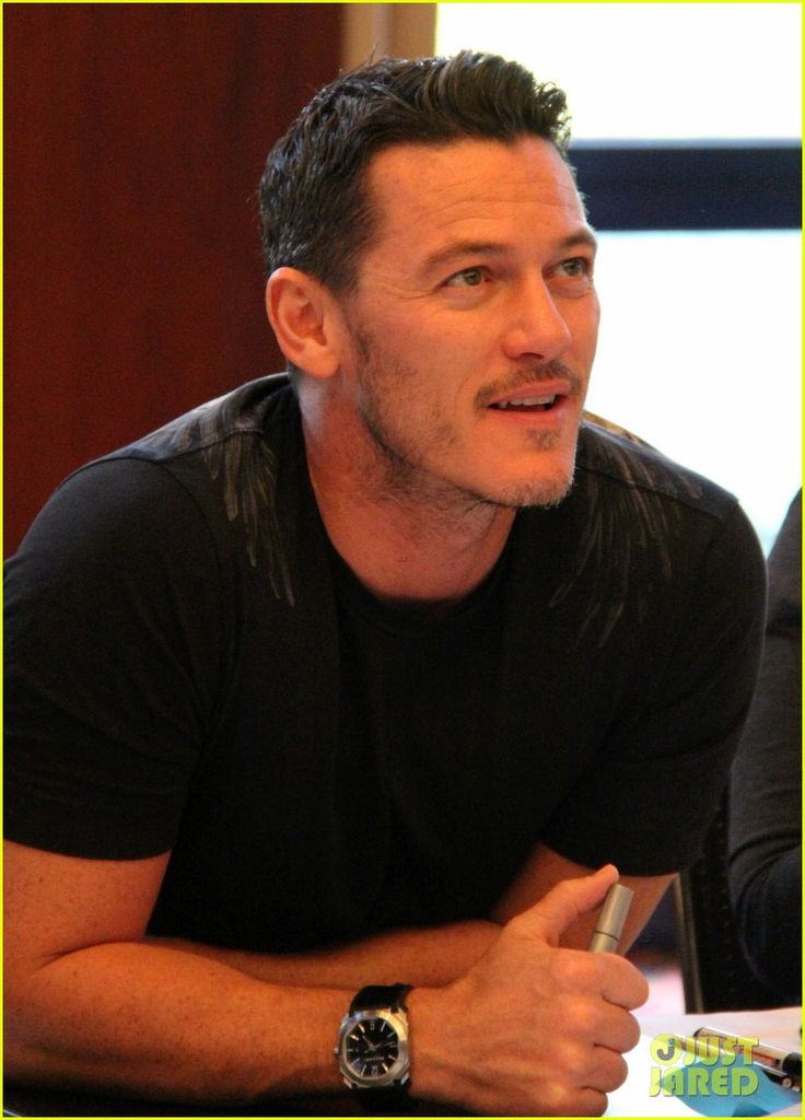 Luke Evans Is The Dragon Slayer in Germany for HobbitCon 3!<<< I was there and that pic looks strangely familiar...