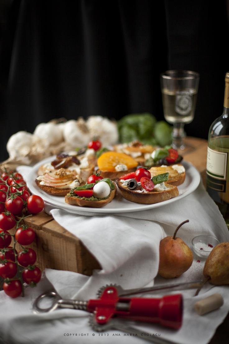 Fig And Gorgonzola Crostini With Honey Recipe — Dishmaps