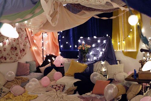 Use blankets to cover your walls and ceilings and create drapery that gives the illusion that the whole party is one giant blanket fort. Guests will love it: