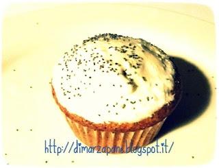 Muffin ai kaki e semi di papavero