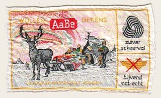 wollen dekens van AaBe, zó heerlijk warm..ik heb nog een wiegdekentje met witte zwanen, meer dan 60 jaar oud