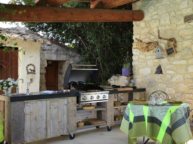 Des cuisines d t pour tous les styles rustic outdoor for Outdoor summer kitchen ideas