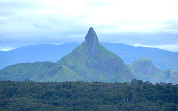 Bukit Serelo Sumatera Selatan Bentuknya Unik Berbeda Dari Bukit Lainnya - Sumatera Selatan