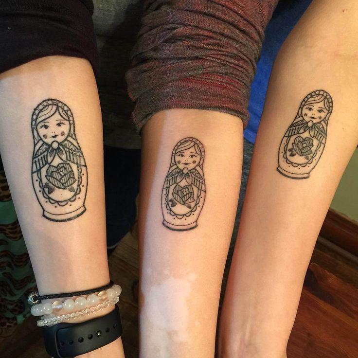 татуировки для сестер в виде матрешек