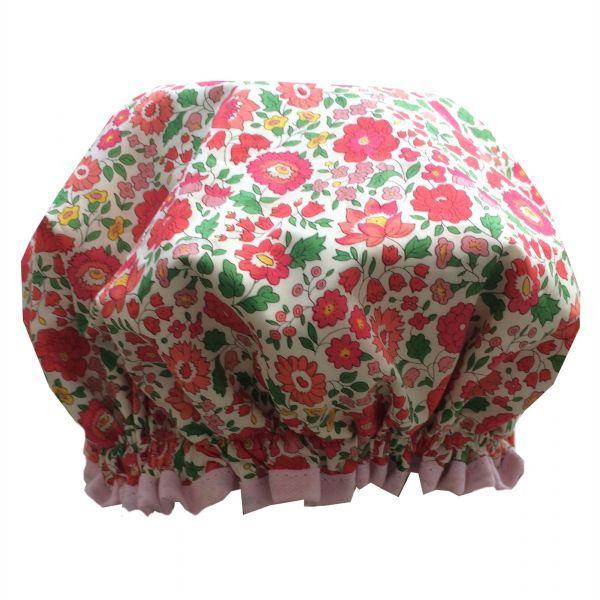 Bonnet de douche femme en Liberty D'AnjoElle s'adaptera à toutes les têtes grâce à sa taille standard1 face extérieur Liberty1 face intérieur en PVCLavable 30°Pas de repassageFabriqué en France