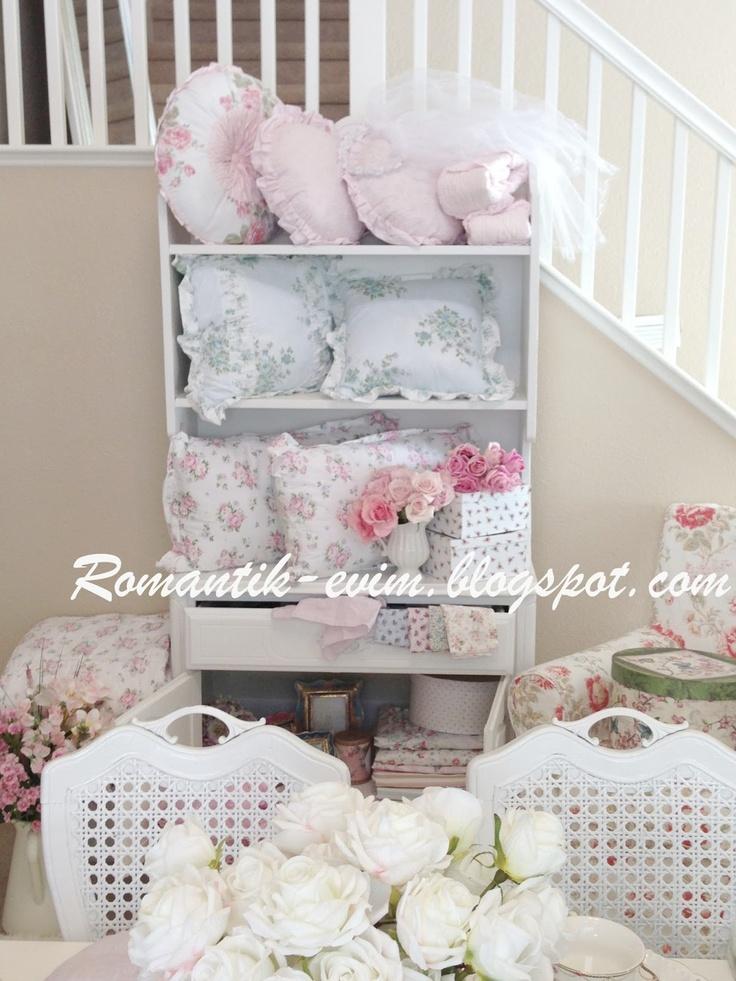 67 best shabby chic linen cupboard images on pinterest for Linge shabby chic