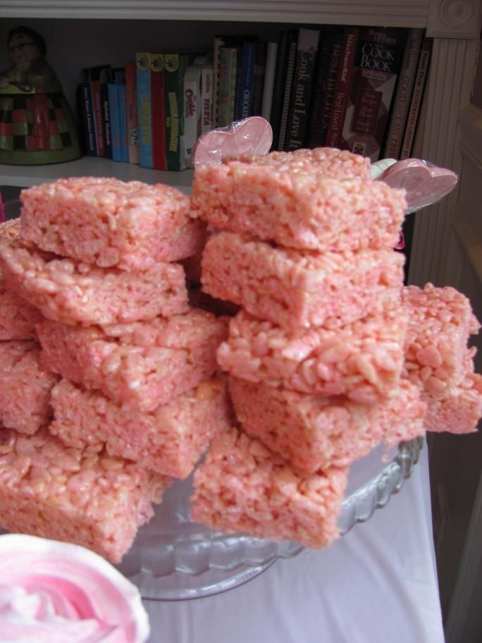 Pink Marshmallow Crispy Rice Treats shut up lol so doing these lol