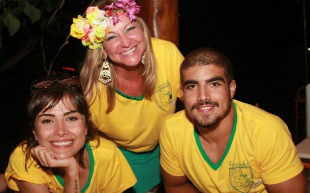 Caio Castro e Maria Casadevall curtem feijoada juntos na Bahia