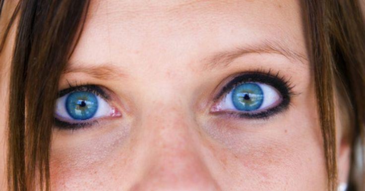 Diferentes tonalidades del color del ojo humano. El ojo humano está compuesto por diferentes partes. Una de las partes más prominentes es el iris. El iris es un anillo que bordea la pupila del ojo. Los ojos humanos tienen una enorme variación de colores. El color de ojos de una persona depende tanto de la genética, como del estado de salud general.