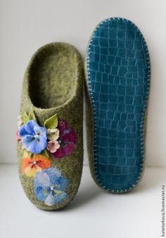 """Обувь ручной работы. Ярмарка Мастеров - ручная работа Валяные тапочки """"Анютки"""". Handmade."""