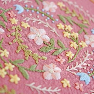 * . 春を待ちながら、チクチク、、、 . . #刺繍#手刺繍#ステッチ#手芸#embroidery#handembroidery#stitching#needlework#자수#broderie#bordado#вишивка#stickerei