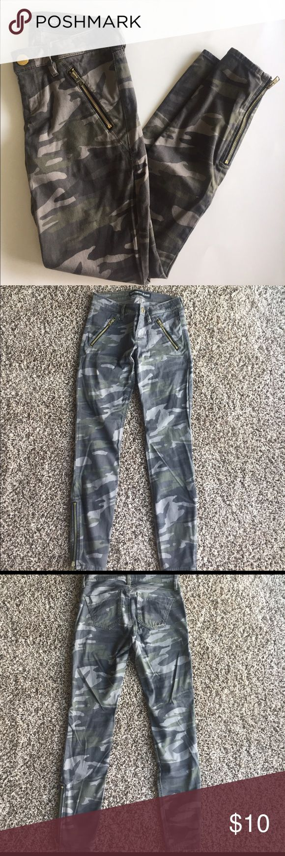 Camo skinny jeans with gold zipper detail Express camo skinny ankle jeans. Zipper detail and pockets and ankles. Super cute and comfy!! Express Pants Skinny