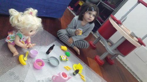 QUALCUNA CHE SI VOGLIA FERMARE A UN SOLO FIGLIO? Io la pensavo così poi è successa una cosa, quando ormai aveva 3 anni. Questa foto, questo momento, ha cambiato il corso delle cose. La mia piccola aveva apparecchiato la tavola in un fantomatico pic-nic, davanti alla tv. Parlava da sola, con la sua amica immaginaria, una bambola bionda --->>> http://www.mammarisparmio.it/essere-figli-unici/ Avere un fratello o una sorella è un dono per la vita. Da bambina ho sofferto molto la mancanza di un…