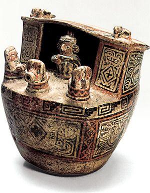 """88/ RECUAY - Escenas de ritos en las cuales las mujeres rodean al perso principal que cohabita con una de ellas. En términos generales, la cerámica ceremonial Recuay, similar a la de Cajamarca/Virú/Salinar= raices de Moche. Características: - tendencia escultórica - caolín, tanto en ambiente oxidante como reducido, técnica del """"negativo"""" con deco de colores - modelado, no se utilizaban moldes, a diferencia de los Moche. - diseños geométricos y figurativos."""