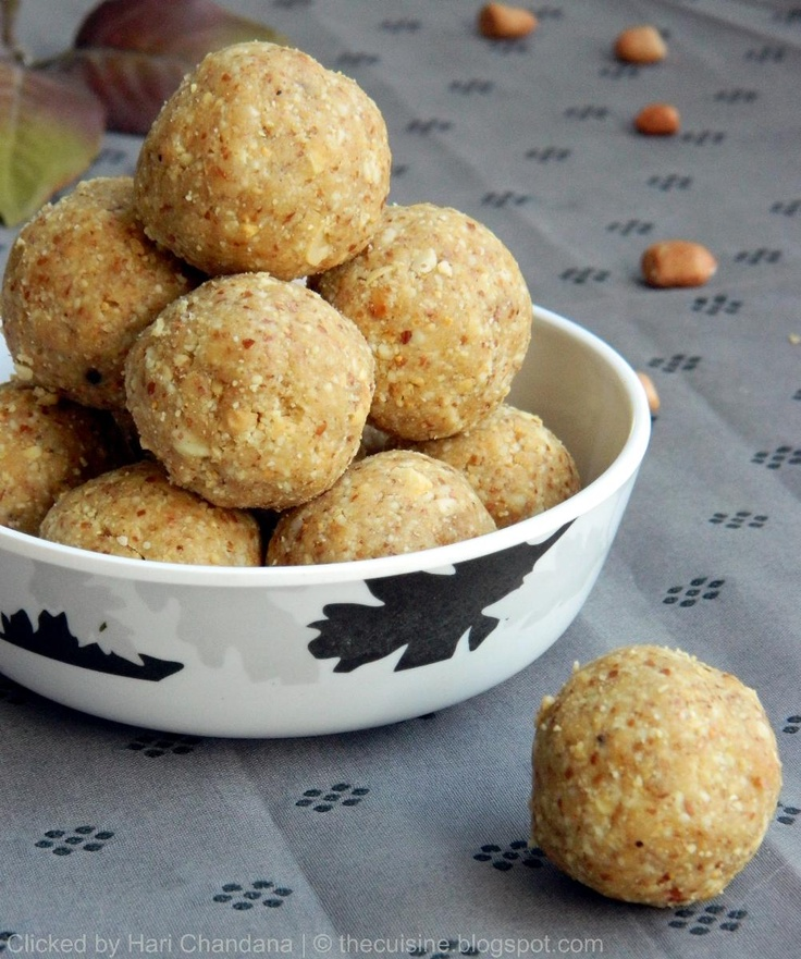 Peanut Laddu Recipe for Diwali - Easy and healthy Indian sweet made with roasted peanuts and jaggery.  http://thecuisine.blogspot.com/2010/08/verusenagapappu-chimmili-peanut-laddu-2.html
