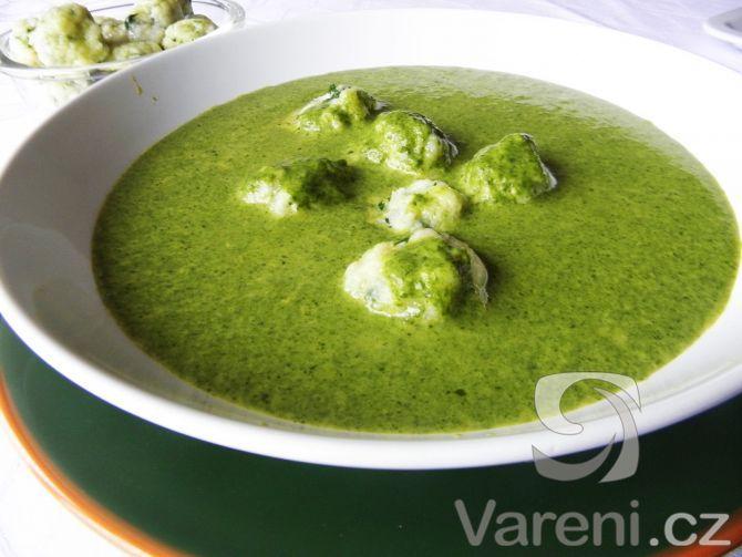 Špenátová krémová polévka s knedlíčky -