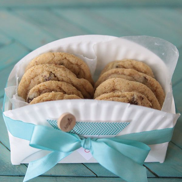 Share your baked goods in style with this easy DIY cookie gift basket made from a paper plate. Cheap and easy treat packaging.
