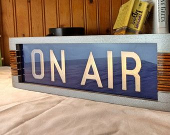 En señal de advertencia de aire estudio azul metálico acabado